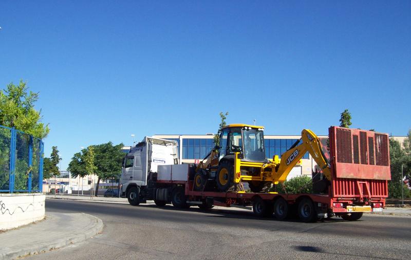 Transporte de maquinaria de construcción con extra medidas